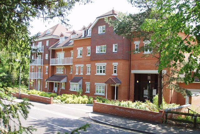 1 bed flat to rent in Heathside Road, Woking