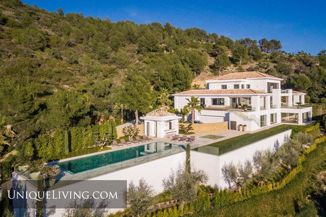 Thumbnail Villa for sale in Golden Mile, Marbella, Costa Del Sol