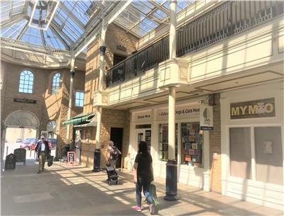 Thumbnail Retail premises to let in Unit 4B, Bishops Walk, Cirencester, Gloucestershire