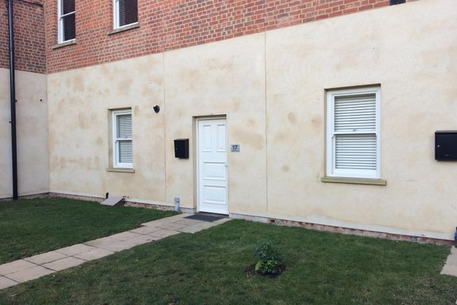 Thumbnail Flat to rent in Princes Street, Holbeach, Spalding