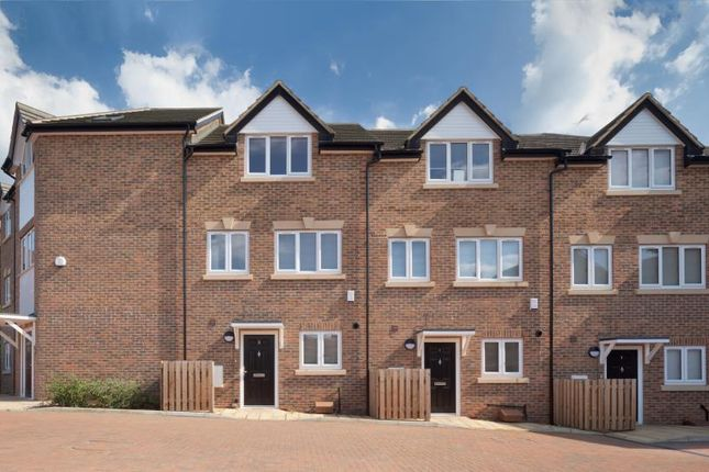 Thumbnail Flat for sale in Green Court, Torworth Rd, Borehamwood WD6,