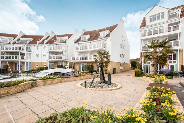 Thumbnail Flat for sale in Lake Avenue, Hamworthy, Poole