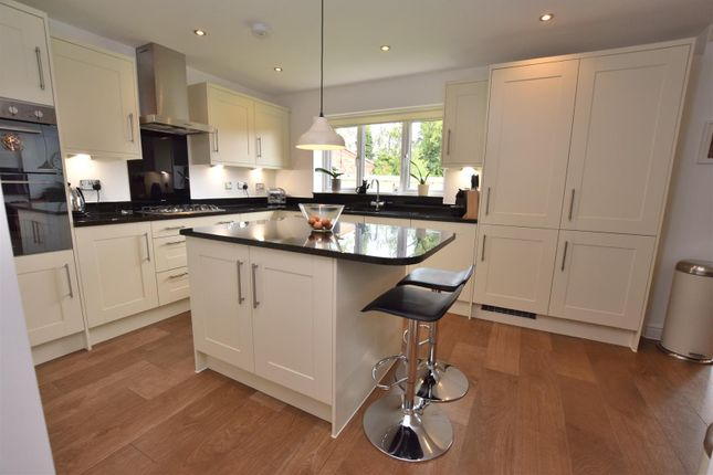 Superb Open Plan Living/Dining Kitchen
