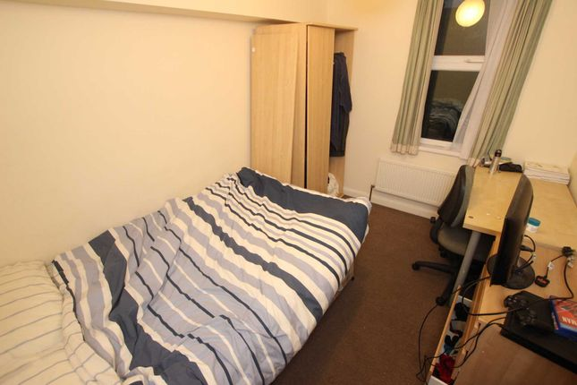 Thumbnail Property to rent in Bishops Road, Earley, Reading