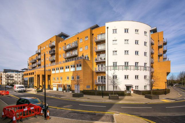 2 bed flat to rent in Whitestone Way, Croydon