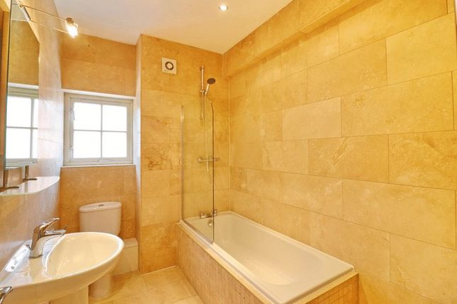 Family Bathroom of Abbeycroft Close, Astley, Manchester M29
