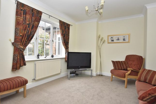 Family Room of West Meads, Horley RH6