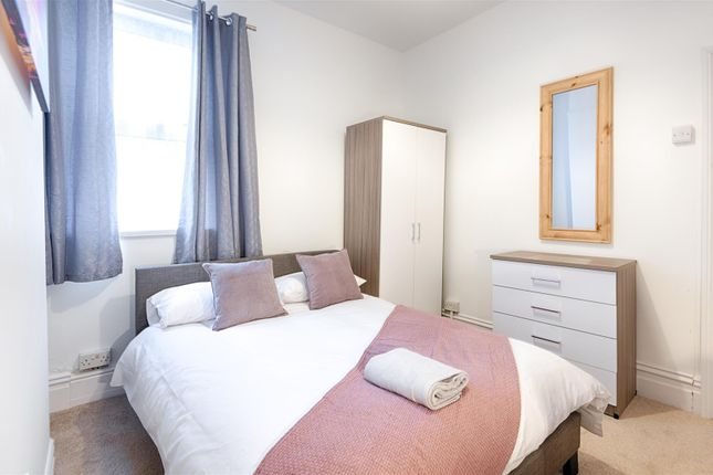 Thumbnail Room to rent in Carlton Terrace, Mount Pleasant, Swansea