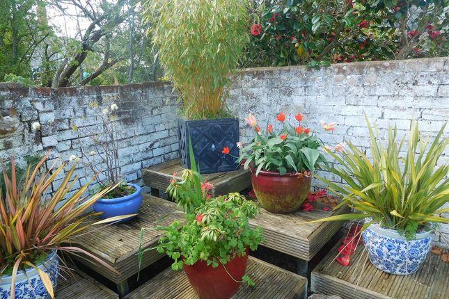 Garden Features of Majorfield Road, Topsham, Exeter EX3
