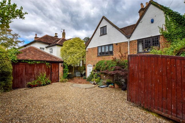 Thumbnail Detached house for sale in Bury Hill, Hemel Hempstead, Hertfordshire