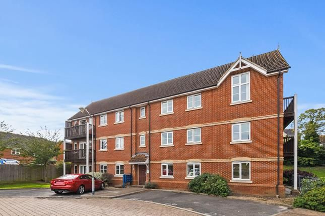 Thumbnail Flat for sale in Searle Close, Chelmsford, Essex