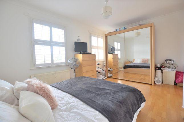 Bedroom of Stanley Grove, London SW8