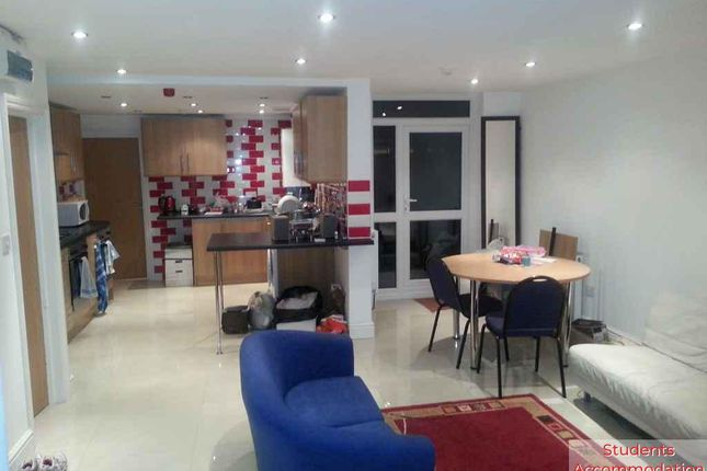 Thumbnail Shared accommodation to rent in Miskin Street, Cardiff