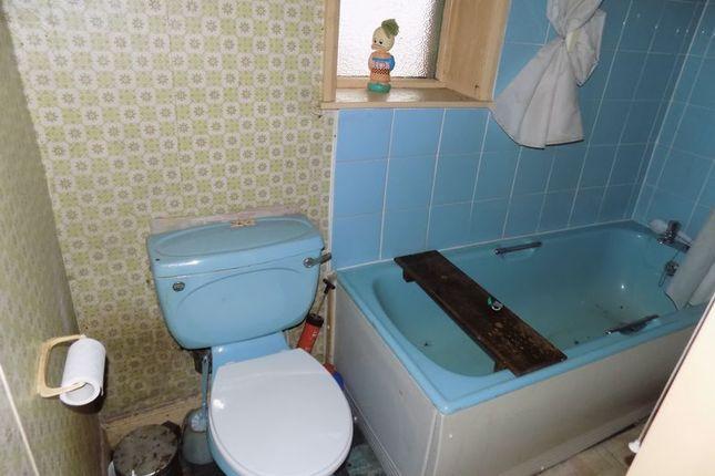 Bathroom of Farside Green, Bradford BD5