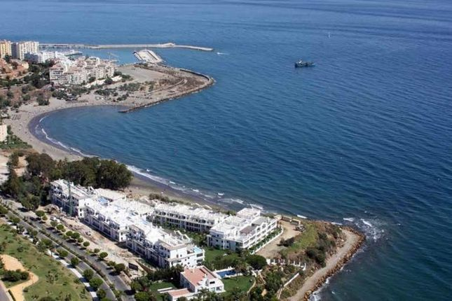 2 bed apartment for sale in Estepona, Málaga, Spain