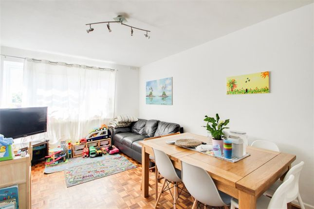 2 bed flat to rent in Dacres Road, London SE23
