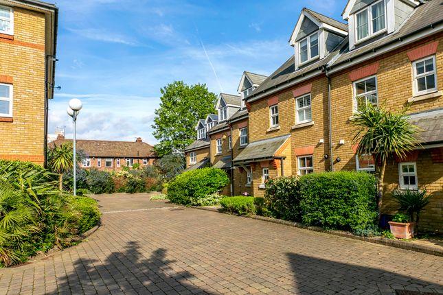 Thumbnail Flat to rent in Tersha Street, Richmond