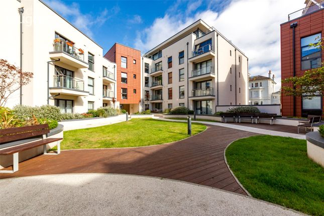 3 bed flat for sale in Clifton Hill, Brighton BN1