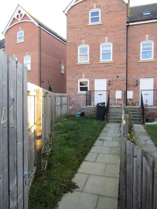 Thumbnail Town house to rent in Dennison Street, York