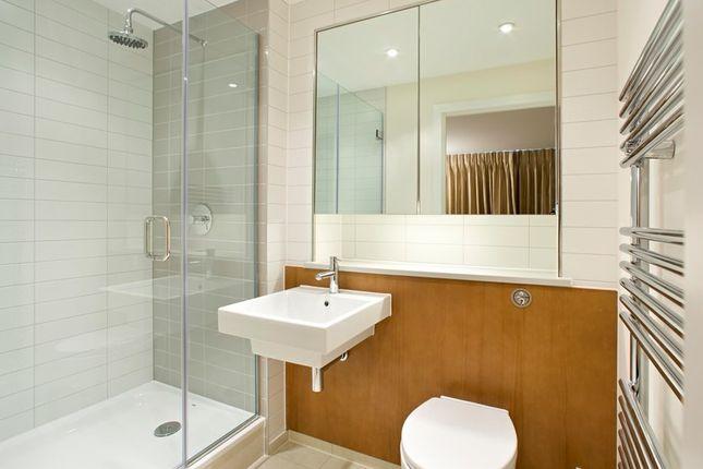 Bathroom of Gifford Street, London N1