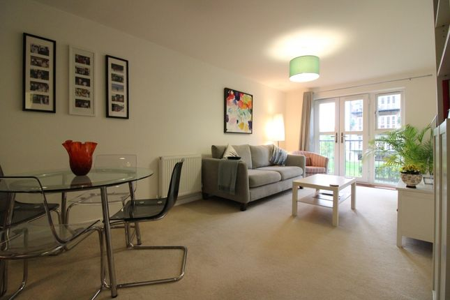 Thumbnail Flat for sale in Worcester Close, London, London