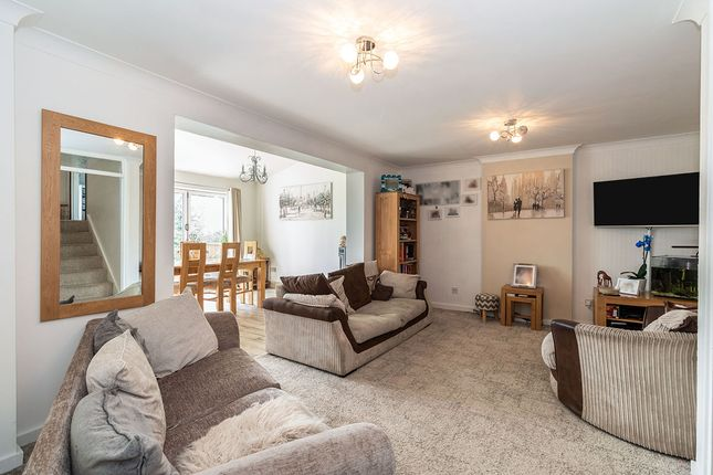 Lounge of Setts Way, Wingerworth, Chesterfield, Derbyshire S42