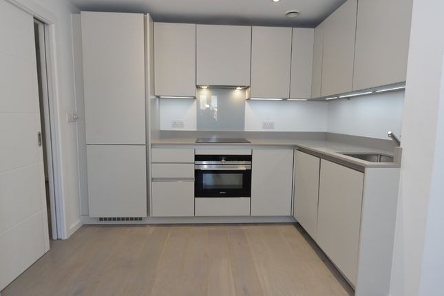 Thumbnail Flat to rent in Clement Street, Winchester