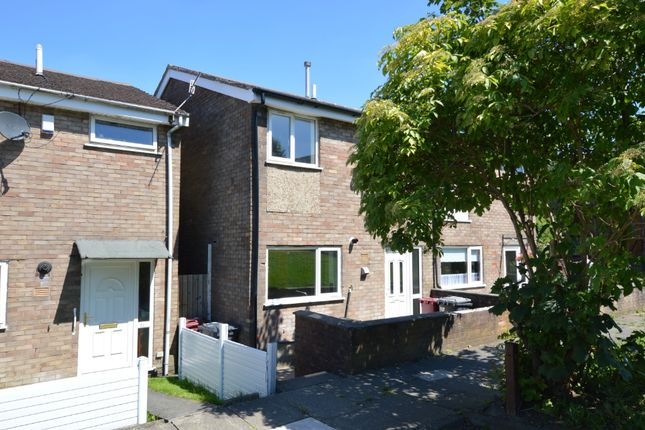 3 bed terraced house to rent in Delph Close, Blackburn BB1
