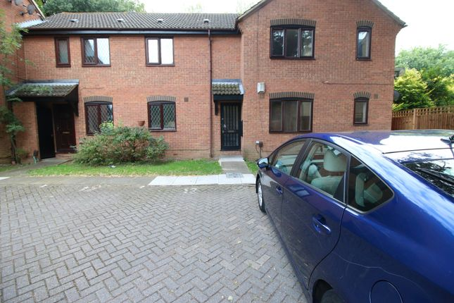 Thumbnail Flat to rent in Hammet Close, Hayes, Middlesex