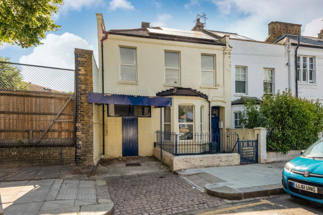 Thumbnail Terraced house for sale in Middle Row, London