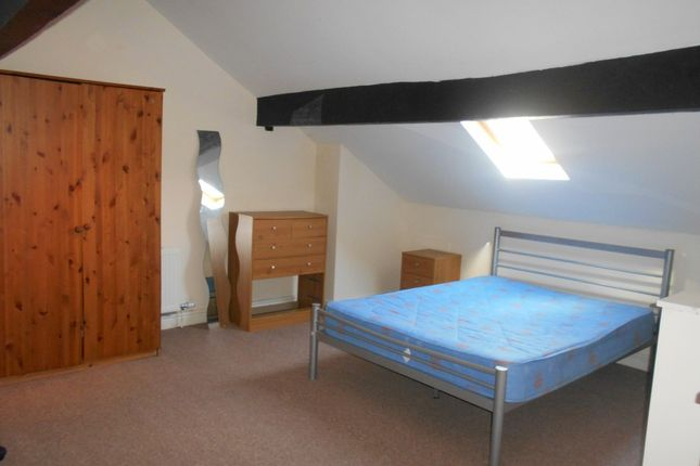 Terraced house to rent in City Road, Sheffield