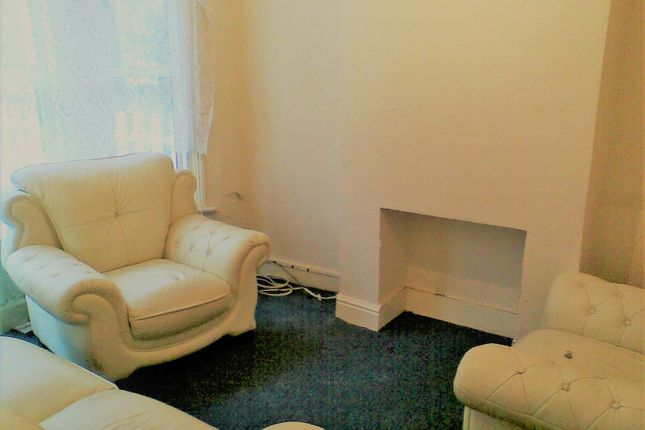 Thumbnail Flat to rent in Holmesdale Road London, South Norwood, Selhurst, Croydon