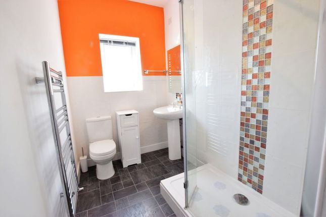 En Suite of Newmarket Lane, Clay Cross, Chesterfield S45