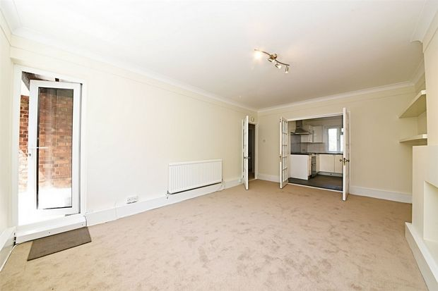 Thumbnail Flat to rent in Elmshurst Crescent, East Finchley