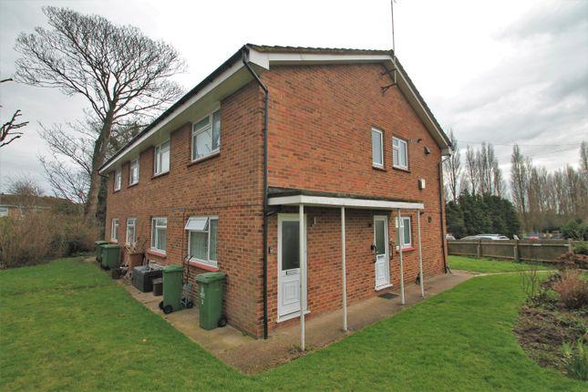 2 bed flat to rent in Mount Drive, Bexleyheath DA6