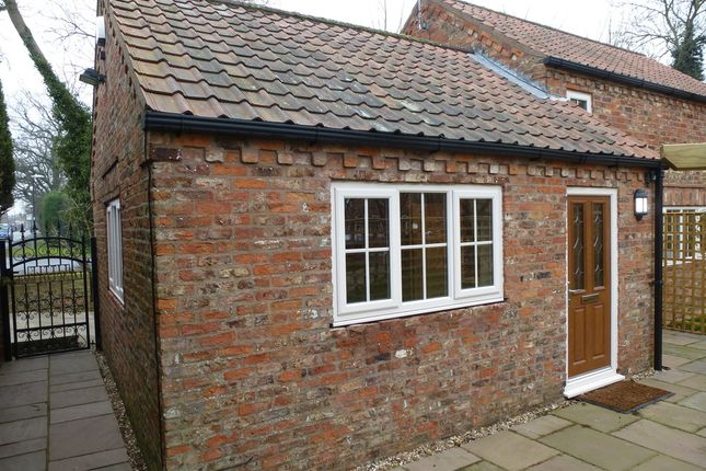 Thumbnail Cottage to rent in Stillington Road, Easingwold, York