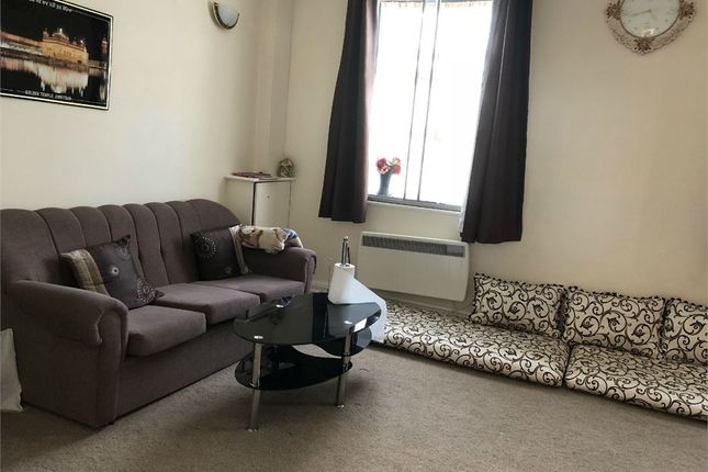Thumbnail Flat to rent in Uxbridge Road, Hayes, Greater London