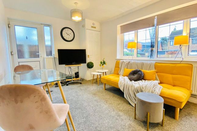 Thumbnail Flat to rent in Woods Road, Caversham, Reading