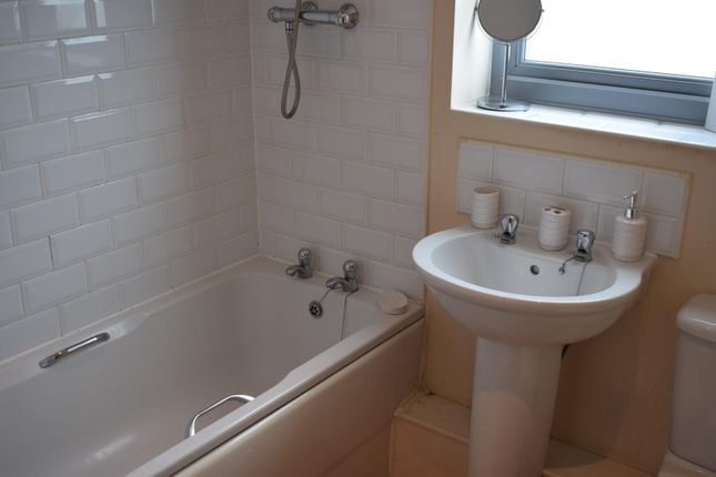 Bathroom of 3 Falconwood Way, Beswick, Manchester M11
