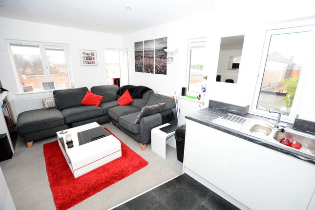 Thumbnail Semi-detached house to rent in Cantelupe Road, East Grinstead