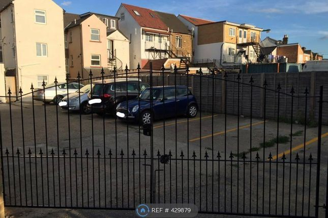 Flat to rent in Stoke Road, Slough