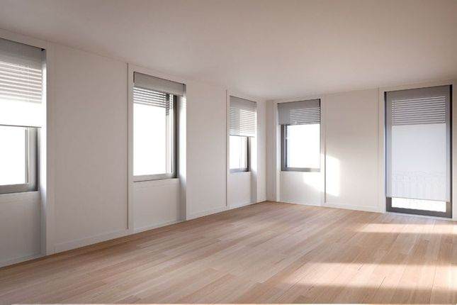 2 bed apartment for sale in Santos, Lisbon, Portugal