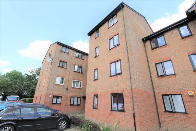 Flat for sale in Streamside Close, London