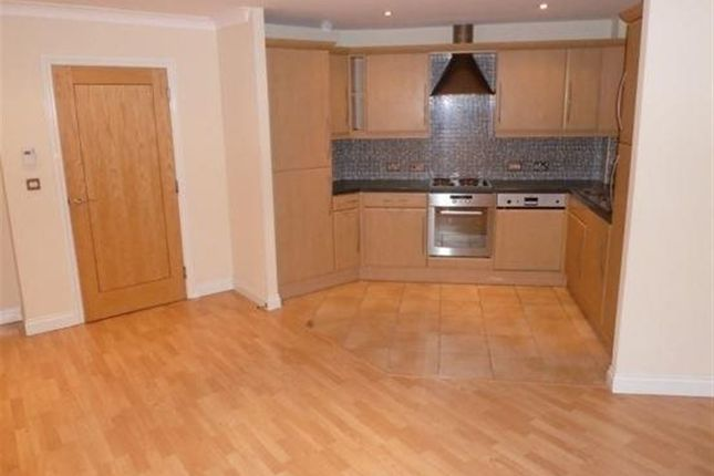 2 bed flat to rent in Derby Court, Bury