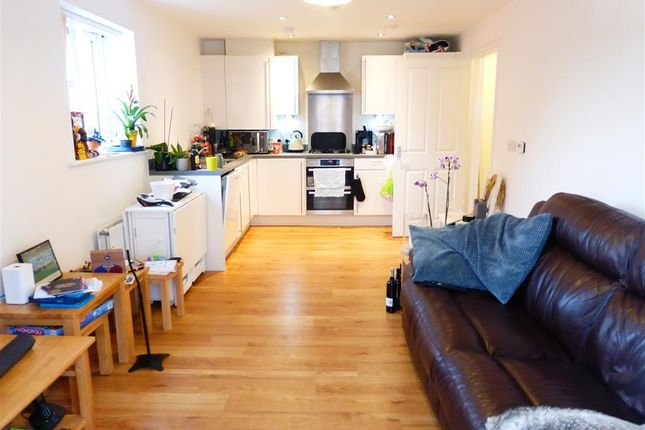 Thumbnail Flat to rent in Navigation Road, Chelmsford