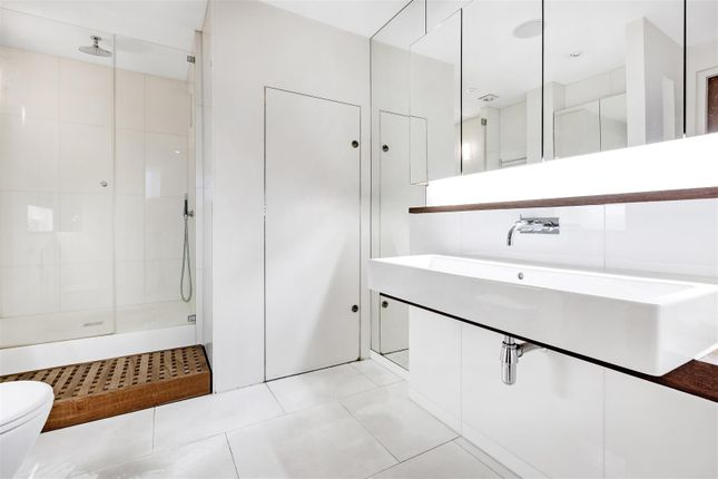 Ensuite of The View, 20 Palace Street, Westminster, London SW1E