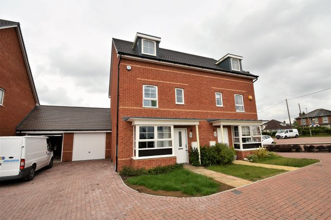 Thumbnail Town house for sale in Bamber Close, West End, Hamsphire