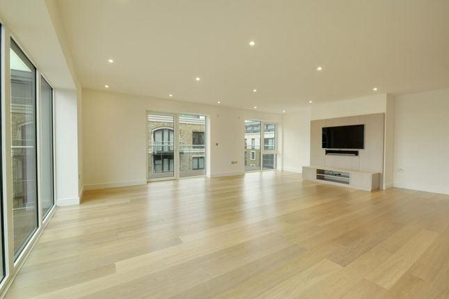 Thumbnail Flat to rent in Parr's Way, Hammersmith, London