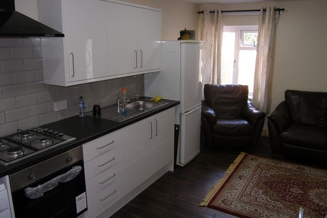 Thumbnail Flat to rent in Charteris Crescent, Cardiff