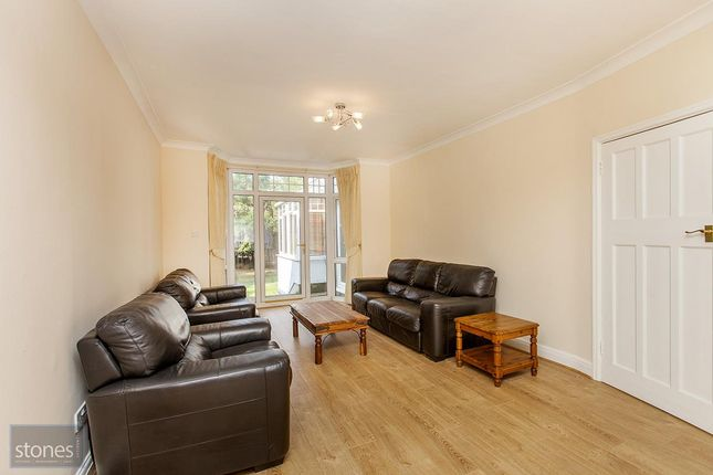 4 bed semi-detached house to rent in Lyndhurst Gardens, London